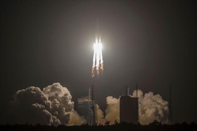 La fusée Longue Marche-5 est partie du site de Wenchang, dans l'île tropicale de Hainan, à 20h45