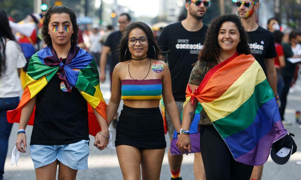 Em 2018, 9.520 casais homoafetivos decidiram se casar, frente a 5.887 em 2017, o que representa um aumento...