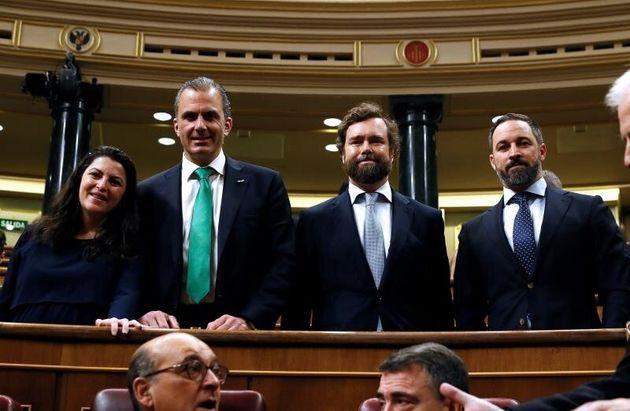 Los diputados de Vox, Javier Ortega Smith, Ivan Espinosa de los Monteros y Santiago Abascal, en los escaños...