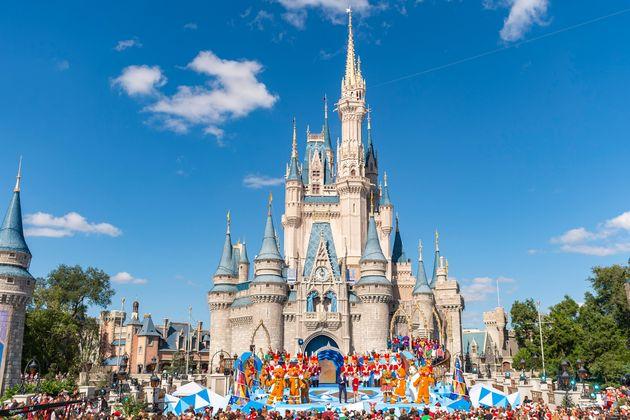 ΗΠΑ: Εργαζόμενοι που υποδύονται τους χαρακτήρες της Disney δέχτηκαν άσεμνες χειρονομίες από