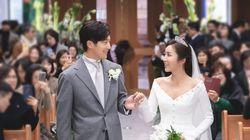 이완 이보미 커플의 결혼식 사진들이 공개됐다