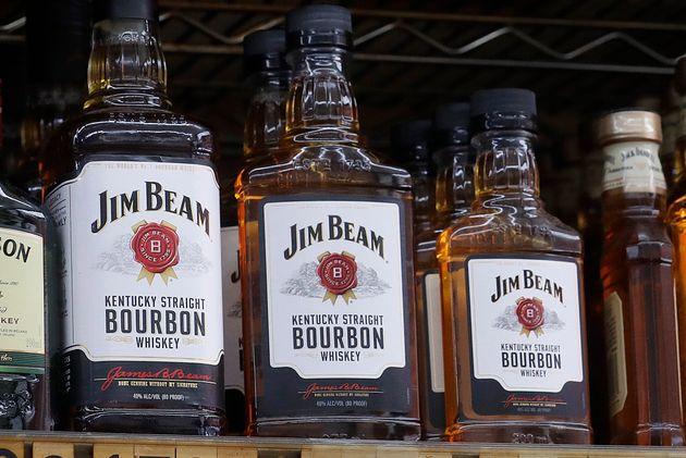 ΗΠΑ: 40.000 βαρέλια μπέρμπον Jim Beam κατέληξε στα νερά ποταμών σκοτώνοντας τα