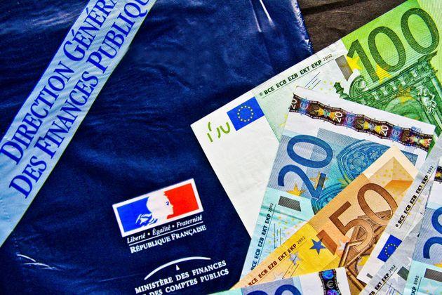 Billets de banque en Euro et feuille