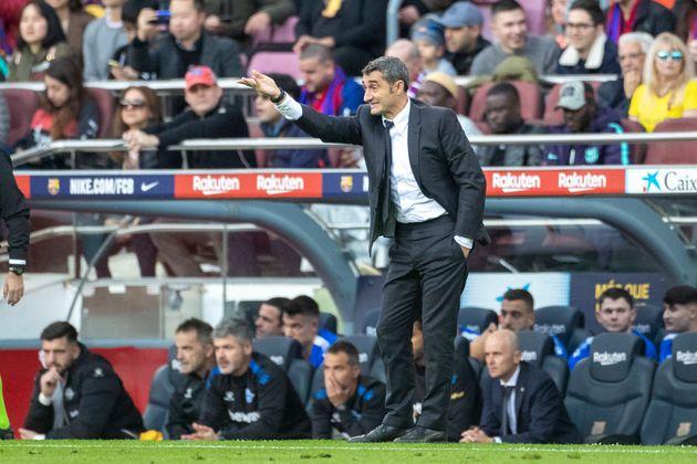 Ernesto Valverde, entrenador del F. C. Barcelona, durante un partido contra el