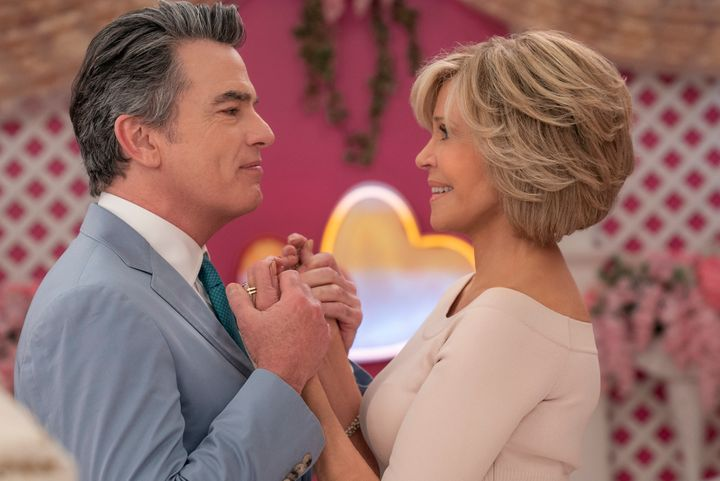 """Peter Gallagher and Jane Fonda in Season 6 of """"Grace and Frankie"""""""