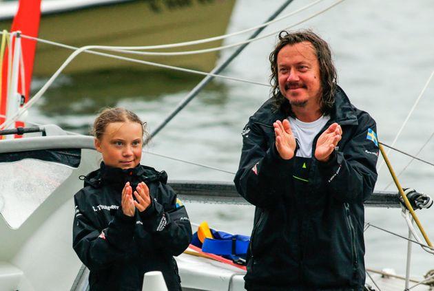 Greta Thunberg e suo padre all'arrivo negli Stati Uniti dopo la traversata dell'Atlantico su una...