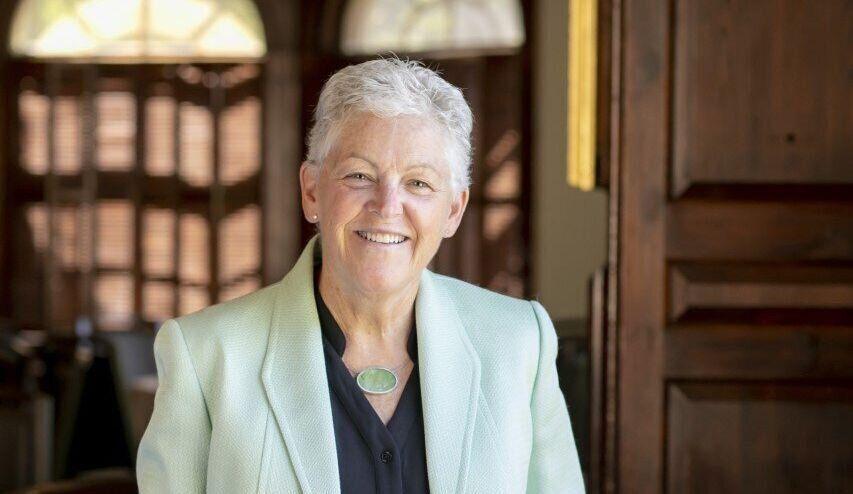 Gina McCarthy, exdirectora de la Agencia de Protección Ambiental de Estados Unidos, explica que...