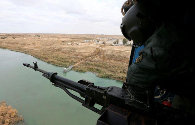 En Irak, sur fond de lutte contre les terroristes jihadistes et de déstabilisation politique,...