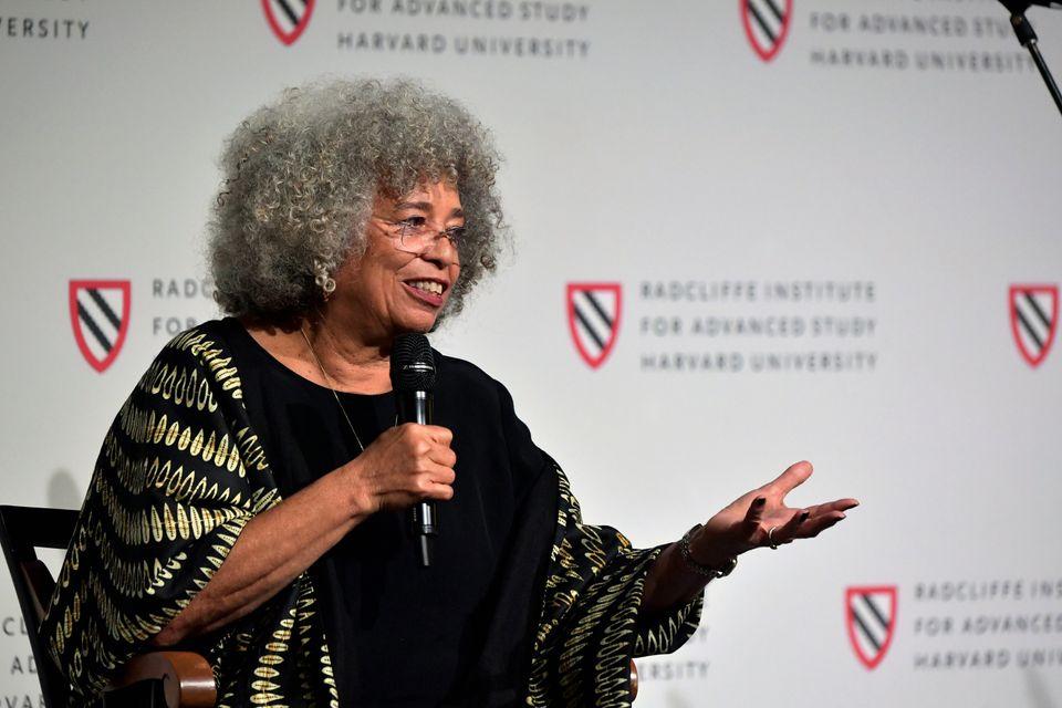 Angela Davis durante evento no Radcliffe Institute's, em palestra chamada