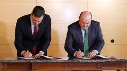 Sánchez y Ortuzar firman el pacto por el que el PNV apoya la