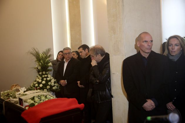 Παρόντες και ο Γιάνης Βαρουφάκης με τη σύζυγο του Δανάη Στράτου. Αριστερά, διακρίνεται ο Μίλτος Πασχαλίδης.