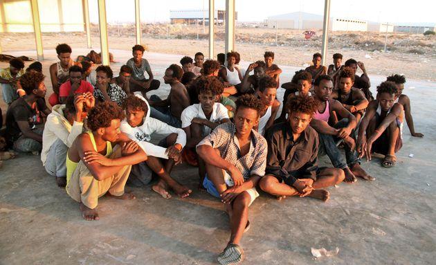 Fuggono i libici. Come volevasi