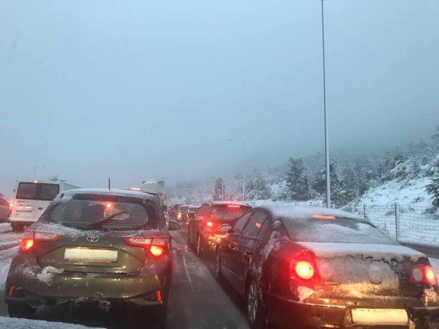 Κακοκαιρία: Συναγερμός για νεαρό εγκλωβισμένο στα χιόνια - Διακοπή κυκλοφορίας στην