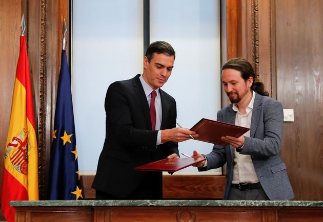 Pedro Sánchez y Pablo Iglesias firman su