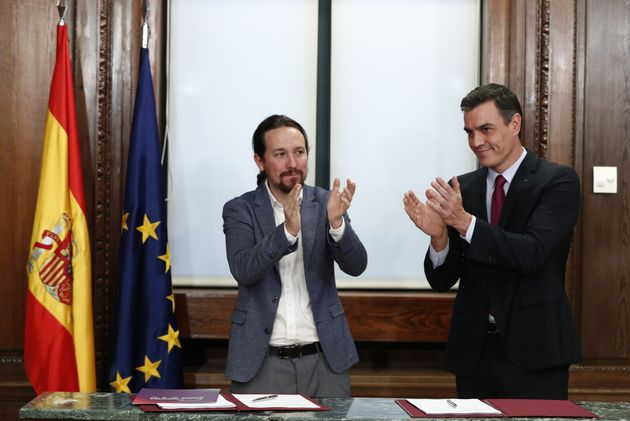 Intercambio de aplausos entre Iglesias, Sánchez y sus
