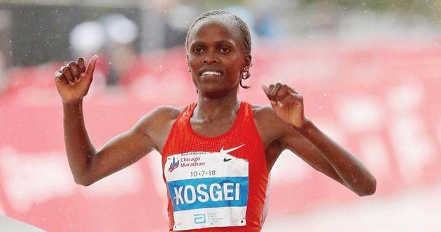 """Em entrevista a jornalistas no domingo, Kosgei disse que a alta umidade pode ser um desafio. """"É..."""