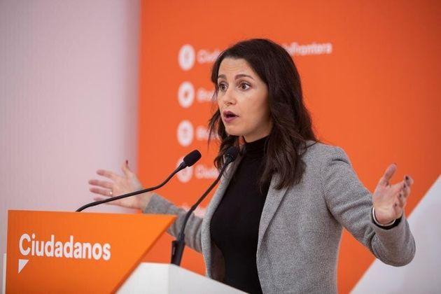 Las reacciones al acuerdo PSOE-UP: de las derechas al
