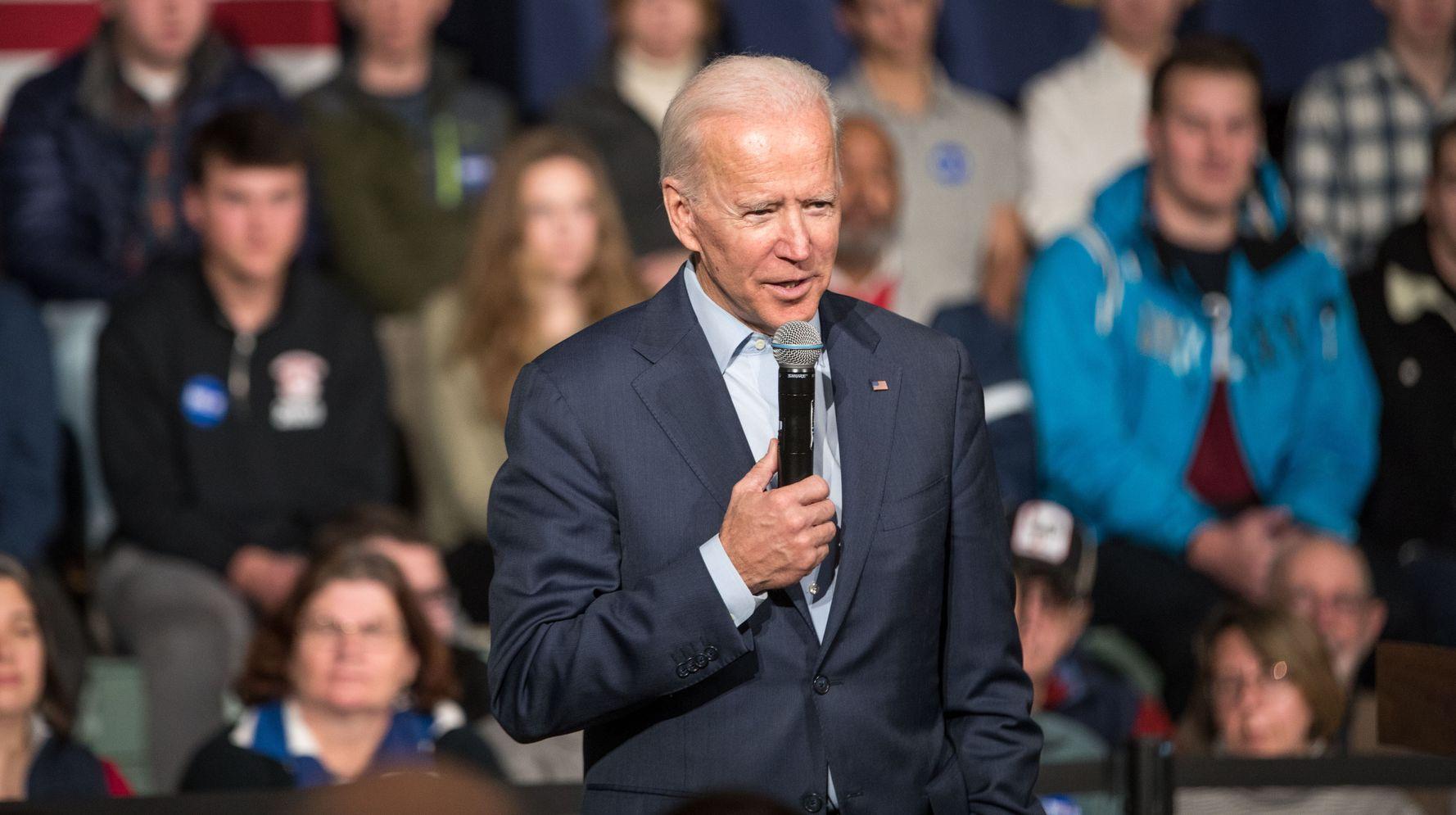 Westlake Legal Group 5e0a68a1240000c31c5a494e Joe Biden Says He's Open To A Republican Running Mate