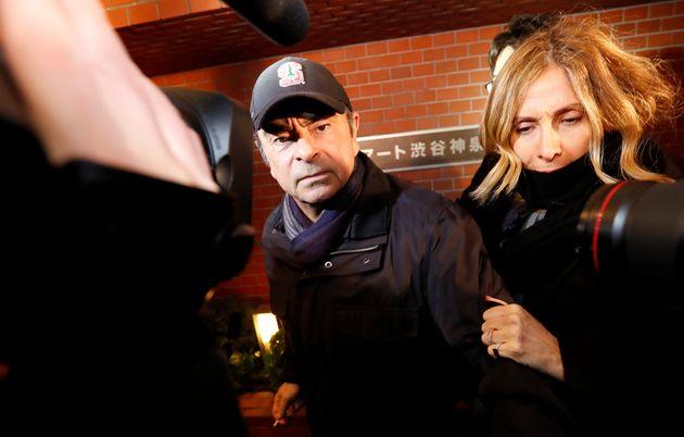 Carlos Ghosn, ici à Tokyo en mars 2019 avec sa femme, a confirmé avoir fui le Japon pour...