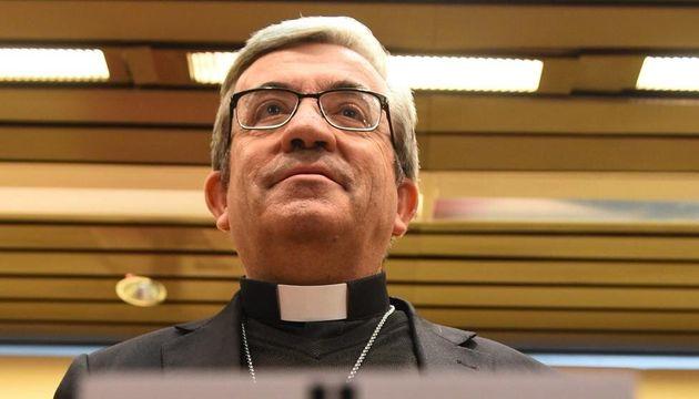 El secretario general y portavoz de la Conferencia Episcopal Española (CEE) y obispo auxiliar de Valladolid,...