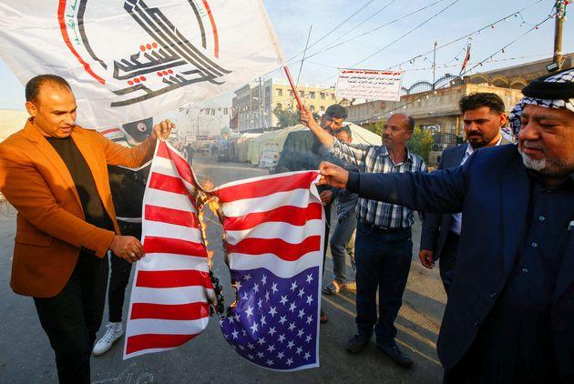 Respinto assalto all'ambasciata Usa in Iraq. Trump incolpa