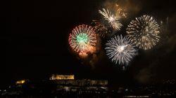 Παραμονή Πρωτοχρονιάς στην πλατεία Συντάγματος με ένα μεγάλο