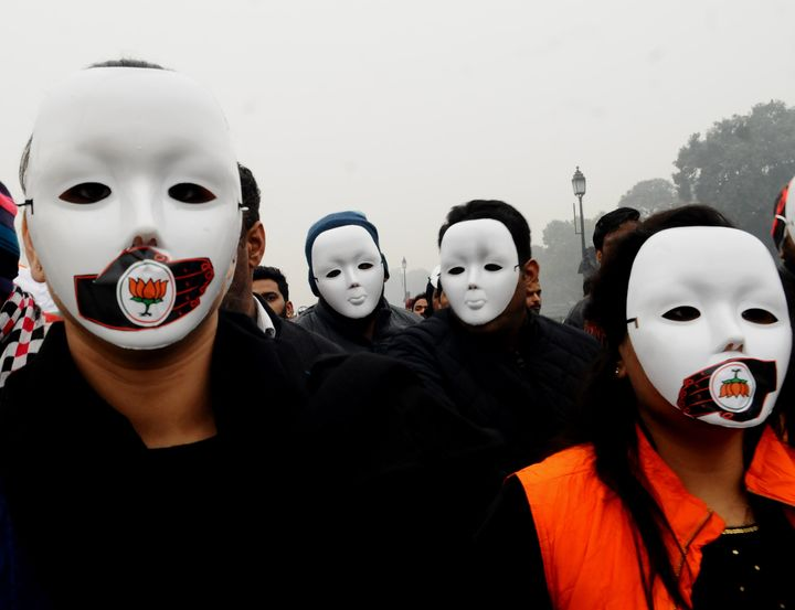 NEW DELHI, INDIA - DECEMBER 30 : Protesters march towards the India Gate during a protest against the police brutality during the clashes, following days of violent protests across India against a new citizenship law, in Delhi, India on December 30, 2019. (Photo by Imtiyaz Khan                                              /Anadolu Agency via Getty Images)