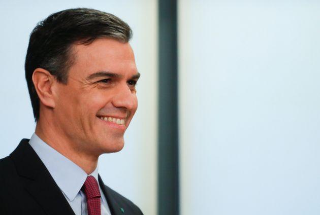 Pedro Sánchez, presidente en funciones, durante la firma del acuerdo de ayer entre el PSOE y UP,...