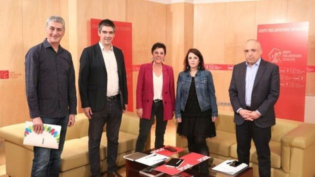 Las delegaciones de PSOE y Bildu, en una reciente