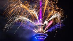 Il 2020 inizia a Auckland. La città s'illumina tra fuochi d'artificio e danze tribali