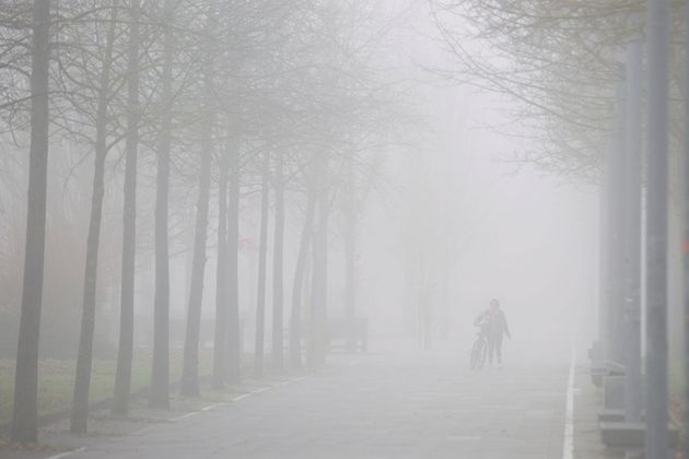 La niebla activa avisos amarillos en nueve provincias del interior