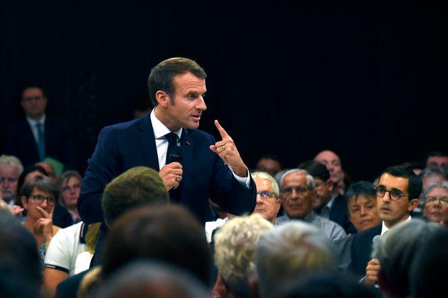 Emmanuel Macron lors d'un débat sur les retraites à Rodez au mois