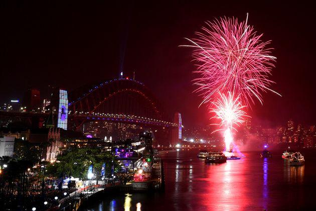 Καλή Χρονιά: Οι πρώτες χώρες που υποδέχθηκαν το