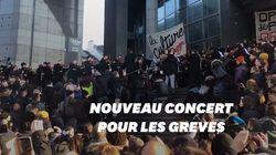 Nouveau concert en plein air de l'Opéra de Paris contre la réforme des