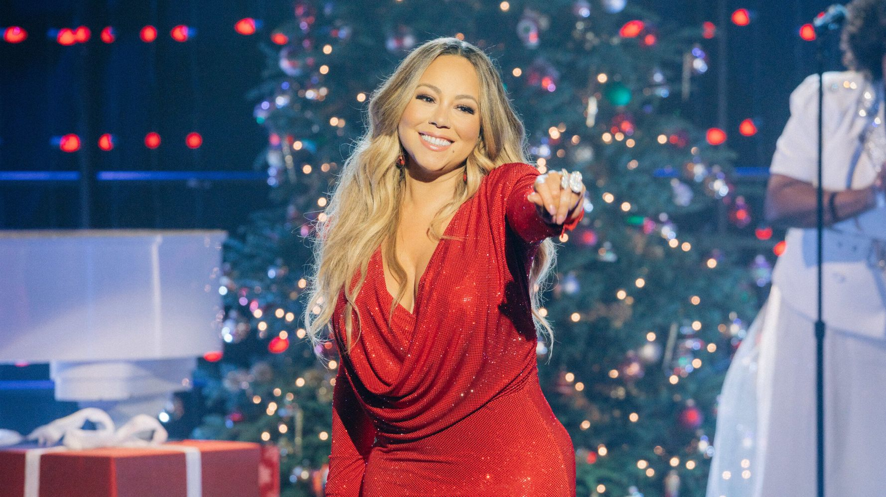 Westlake Legal Group 5e0b6e4f250000201998f7ba Mariah Carey Makes History As First Artist To Hit No. 1 In Four Separate Decades