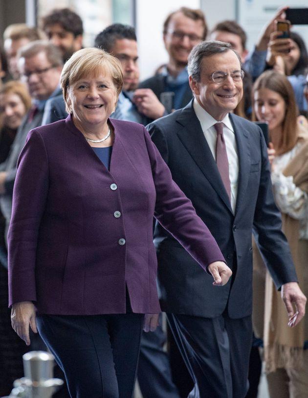Salvata da Merkel e Draghi, ora l'Ue può solo investire e