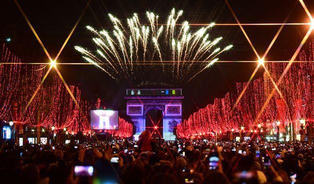 Bonne année 2020! Découvrez les images du réveillon du Nouvel An sur les Champs-Élysées - Le HuffPost