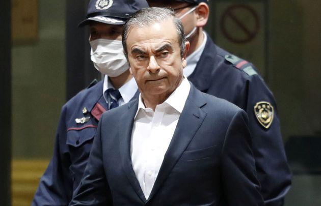'닛산 자동차의 영웅' 카를로스 곤의 레바논 출국 사실에 일본이 충격에 빠진