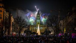 Παράξενα έθιμα της Πρωτοχρονιάς: Από τα 12 σταφύλια της τύχης μέχρι τα κόκκινα