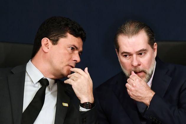 Um dos principais opositores da ideia é o ministro da Justiça,Sérgio Moro,...