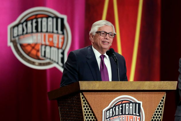 David Stern s'exprime lors de son introduction au Basketball Hall of Fame en