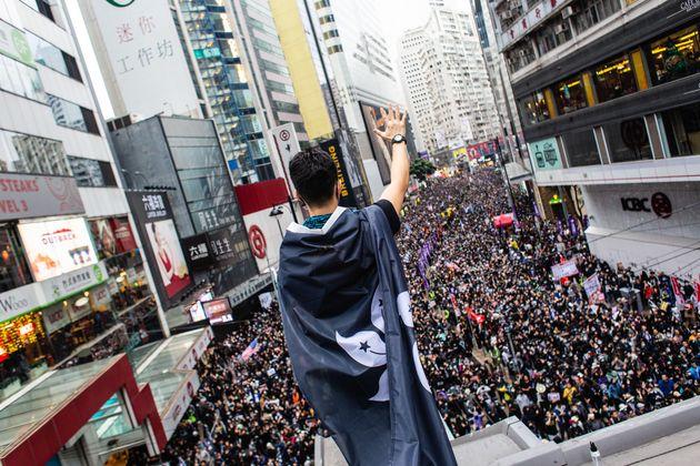 홍콩의 신년 시위에서 400명이
