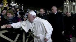 ローマ教皇が謝罪 手を引っ張った女性の手を叩く動画が拡散