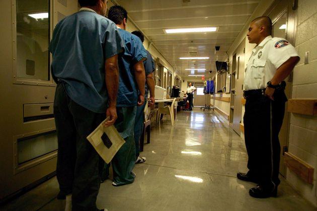 Aux États-Unis, les services de l'immigration ICE sont sous le feu des critiques depuis le début...