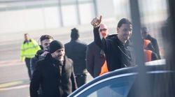 Ibrahimovic arriva a Milano: tifosi rossoneri in