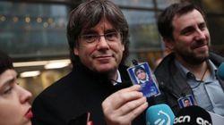 El juez belga suspende las euroórdenes contra Puigdemont y Comín al tener