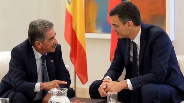 Miguel Ángel Revilla, con Pedro Sánchez en La