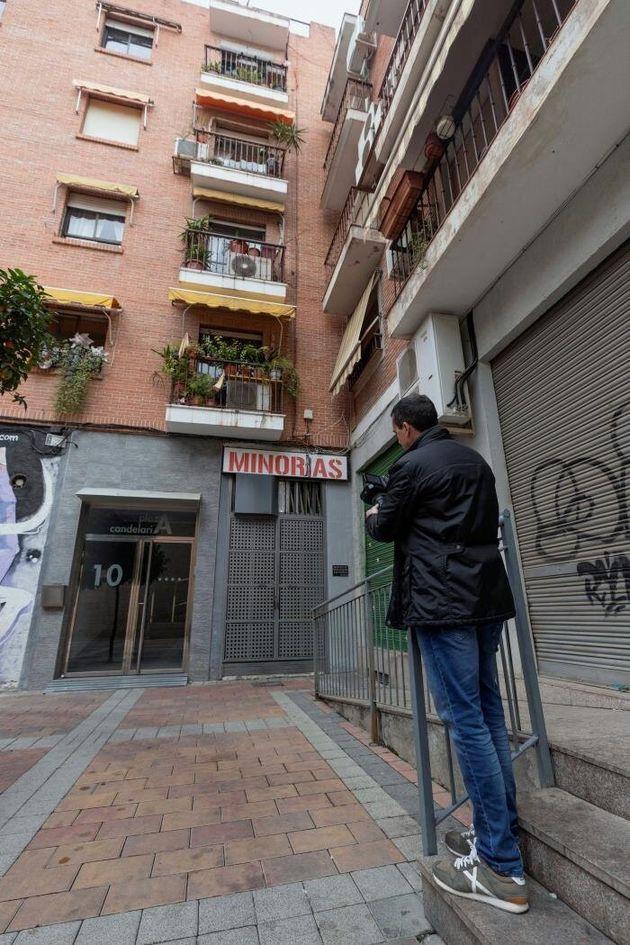 Vista de la vivienda en el número 10 de la Plaza de la Candelaria de Murcia, en la que la Policía...