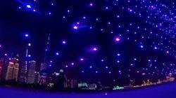 新年カウントダウンもドローンの時代?2020機が織りなす夜空のアート(動画)