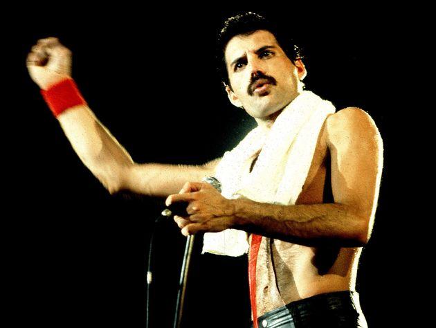 Freddie Mercury consegna doni agli amici ogni Natale, a 28 anni dalla